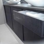 Muebles de baño laminado mate con detalles en brillo